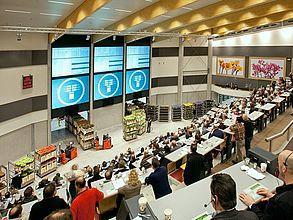 Flower auction market strategy